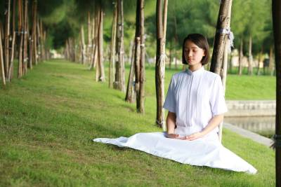 The Eightfold Path of Buddha | Woman meditating | 400 image